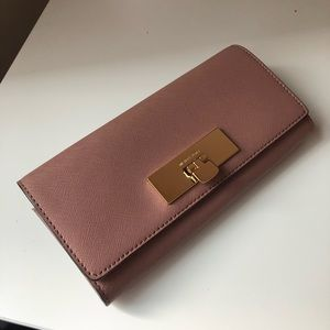 Michael Kors Callie Carryall Wallet in Dusty Rose